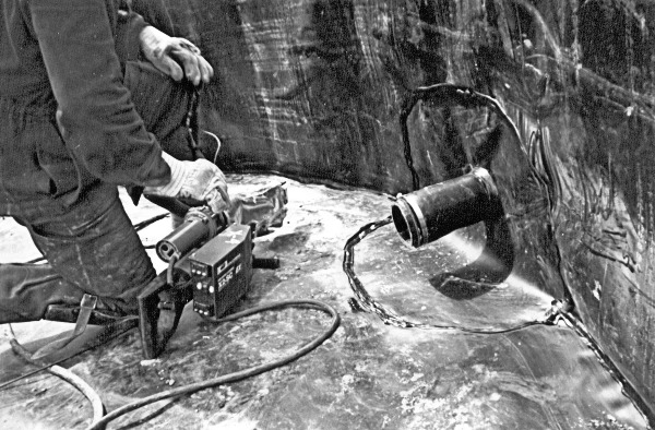 Extrusion welding around a pipe penetration